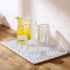심플 깨끗 주방 설거지 그릇 컵 물빠짐 식기건조대