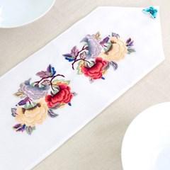 전통 나비 포인트 자수 테이블 러너