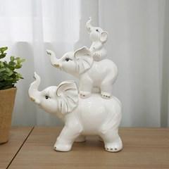 3마리 등위 가족 코끼리