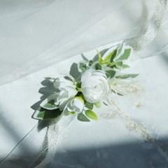 white 라넌&들꽃 조화 꽃팔찌