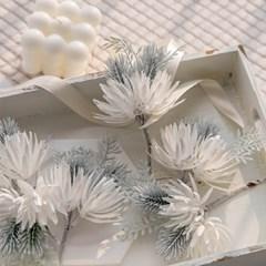 크리스마스 화이트 소나무 코사지