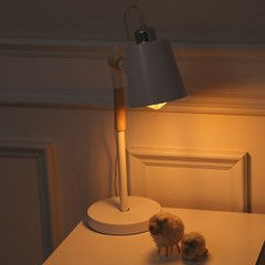 LED 소냐 단 스탠드 화이트_(1980567)