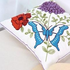 꽃과 파랑나비 자수쿠션