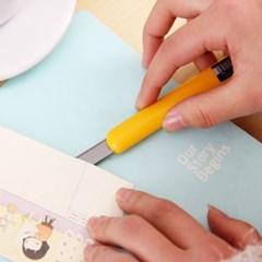 편안한 그립감 사용이 편리한 델리 칼날 델리 커터칼