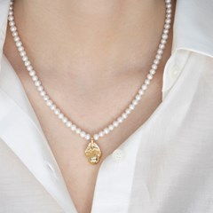 objet pearl necklace