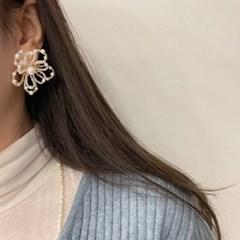화이트 연예인 웨딩 꽃 귀걸이
