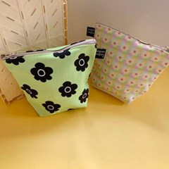 retro flower green pouch