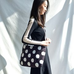 Yumi Cross Bag-Dots in black
