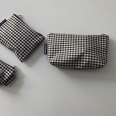 블랙 삼각 파우치(Black triangle pouch)