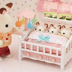 5534-세쌍둥이 아기 침대와 모빌_(1610269)