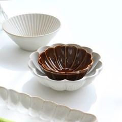 일본그릇 시노기 화이트 플라워 접시 예쁜 그릇