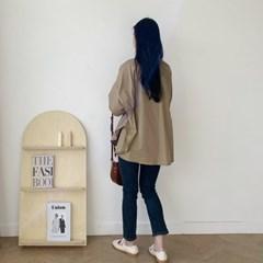 여자 미니멀 직장인 회사원 30대 박시핏 밴딩슬릿 셔츠