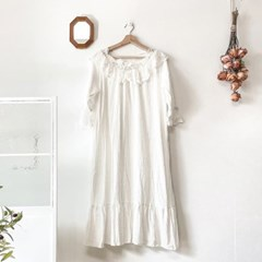 화이트 레이스 드레스 잠옷