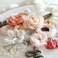 릴리스가든의 핑크 부케 꽃다발 자수