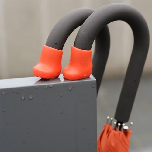 Umbrella Boots : 우산을 위한 신발
