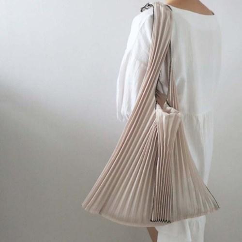 Eco Bag再也不無聊了而且還很時尚哦!輕巧又方便的韓式時尚百褶肩包,妳應該也要擁有牠呀!