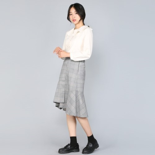 체크 언발 프릴 미들 Skirt