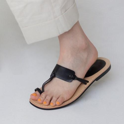 unique line strap flip-flop