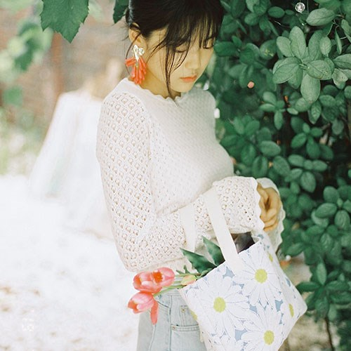 Lucy tote bag (blue daisy)