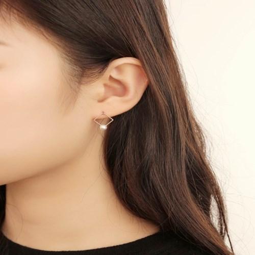 살롱 드 라템 스퀘어 진주 귀걸이_로즈골드(AGIS9C08BBPW)