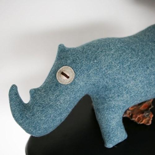 ATUL, 인도 코뿔소 멸종위기동물 홈데코 인형 28x39cm_(1878833)