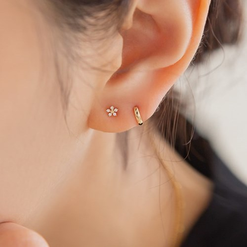14k gold unbalance CZ flower earrings (14k 골드)