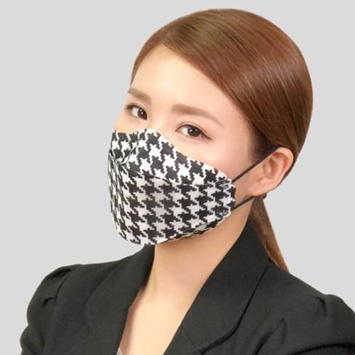 [토크돌즈] 명품 패션마스크 KF94 숨쉬기편한 커플 아이템