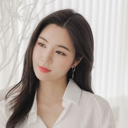 제이로렌 M03423 써지컬스틸 깃털이어링 귀걸이_(1230912)