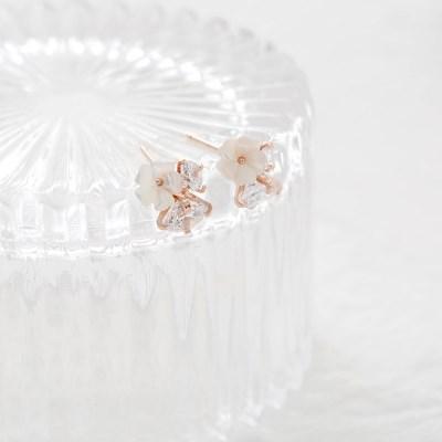 white cubic flower