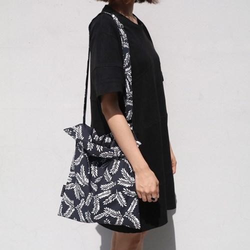 Acacia black cross bag