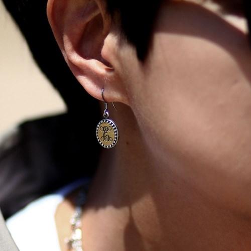 ES-106 황동 모노그램 귀걸이