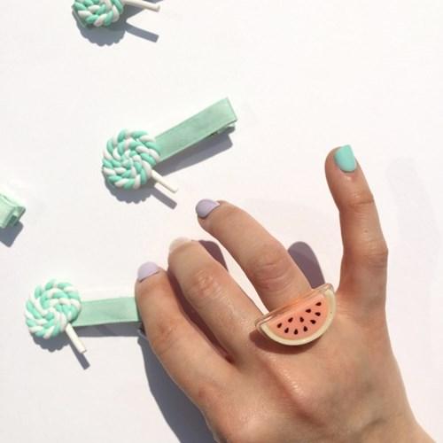 toy ring (장난감 반지)