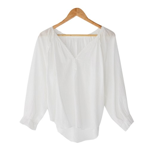 v-neck lace taping blouse