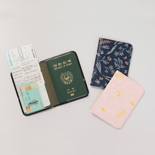 BOTANICAL PASSPORT CASE