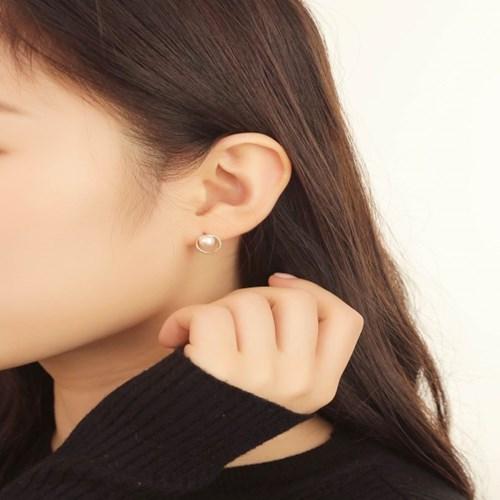 살롱 드 라템 서클 진주 귀걸이_골드(AGIS9C09BBJW)