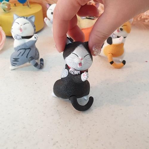 해맑은 표정 독특한 포즈의 신난 고양이 피규어 세트