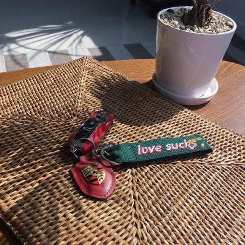 [노비오] love sucks 키링 - 4color
