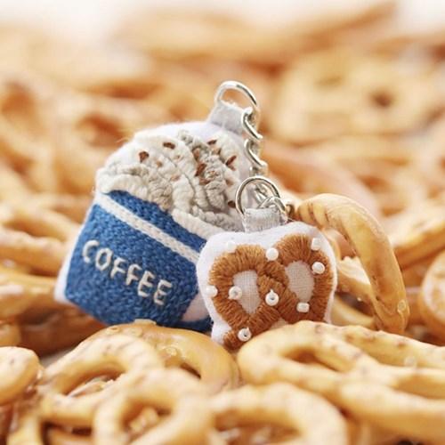 hobbyful 프랑스 자수 커피&프레즐 키링 만들기 클래스