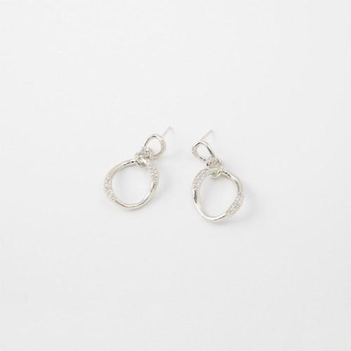 [쥬디앤폴] 살리 크리스탈 포인트 라운드 드롭 귀걸이 E51210