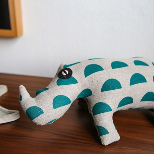 ADI, 자바 코뿔소 멸종위기동물 홈데코 인형 28x39cm_(1878837)