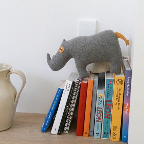 MOMO, 흰 코뿔소 멸종위기동물 홈데코 인형 28x39cm_(1878836)