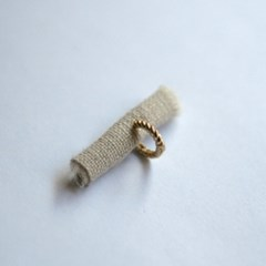 10k gold twisted ring earring