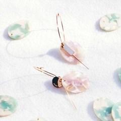 Flying petals_oval earrings