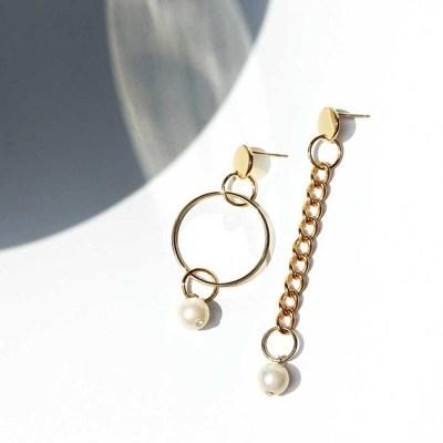 Unbalanced pearl chain earrings