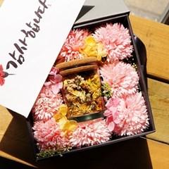 카네이션과 국화차 박스  -  감사 봉투