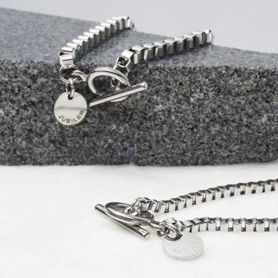Connected square bracelet