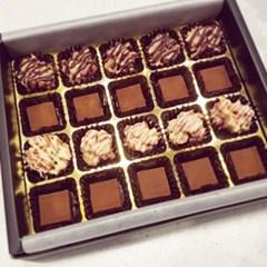 딸기 크런키 로쉐 초콜릿 + 부드러운 파베초콜릿 ->반반 20구세트