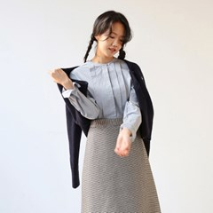 ROUND PINTUCK BLOUSE-SKYBLUE