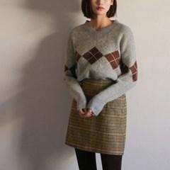 classic v-neck argyle knit