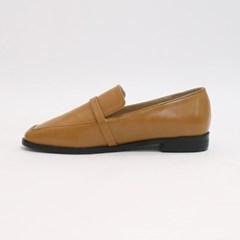 Simple slender loafer